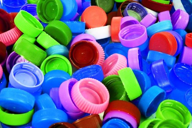 TAPITAS PLASTICAS, una forma de ayudar al planeta, con arte, reciclado y solidaridad